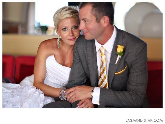 Our Petra earrings and bracelet perfectly highlighted this beautiful bride's simple and clean style.