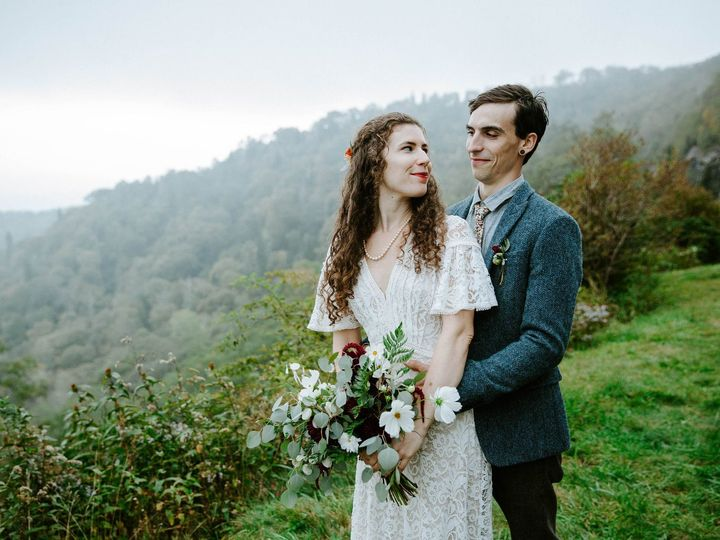 Tmx 1539543106 2f6a991ac35971e9 1539543098 9eb118ebd93aac9d 1539543097619 1 Maegan Jonathan 92 Black Mountain wedding florist