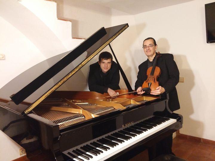 duo dtras del piano