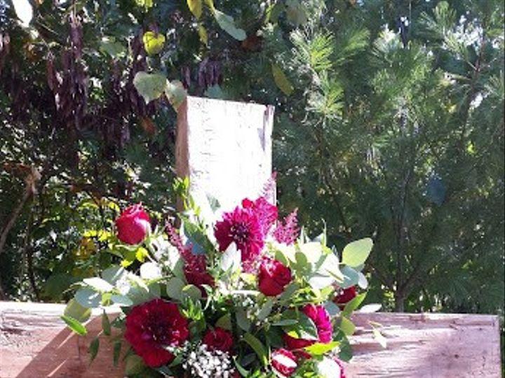 Tmx Wooden Cross With Fresh Flowers 51 28132 1569772600 Knoxville, TN wedding florist