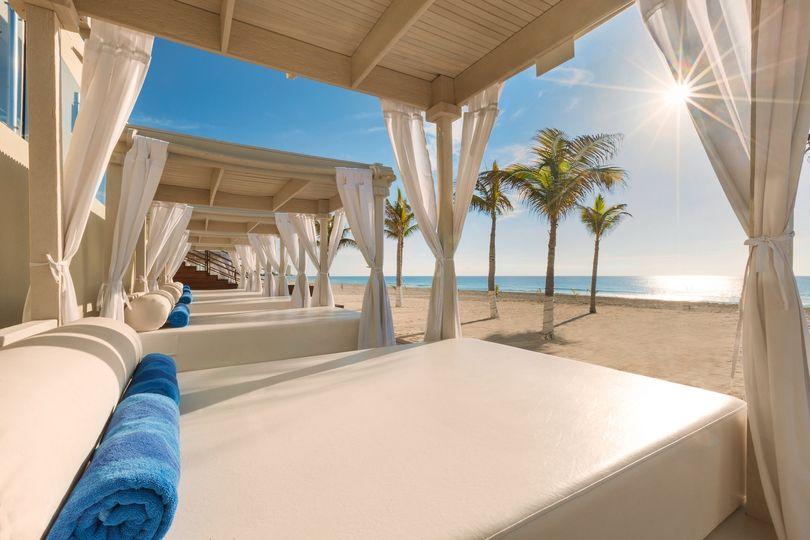 playa gran caribe cancun beach cabanas 979226