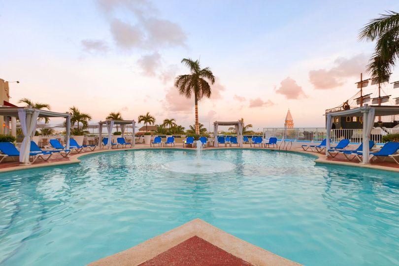 playa gran caribe cancun main pool 979293