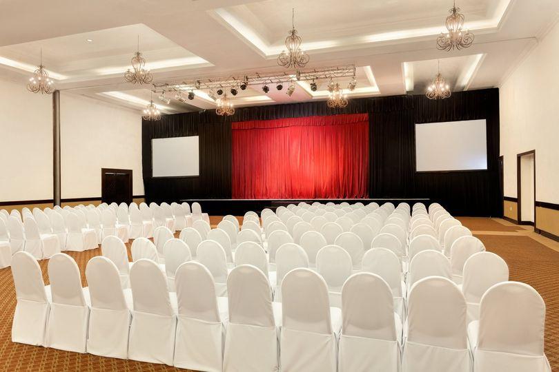 playa gran caribe cancun meeting room theatre