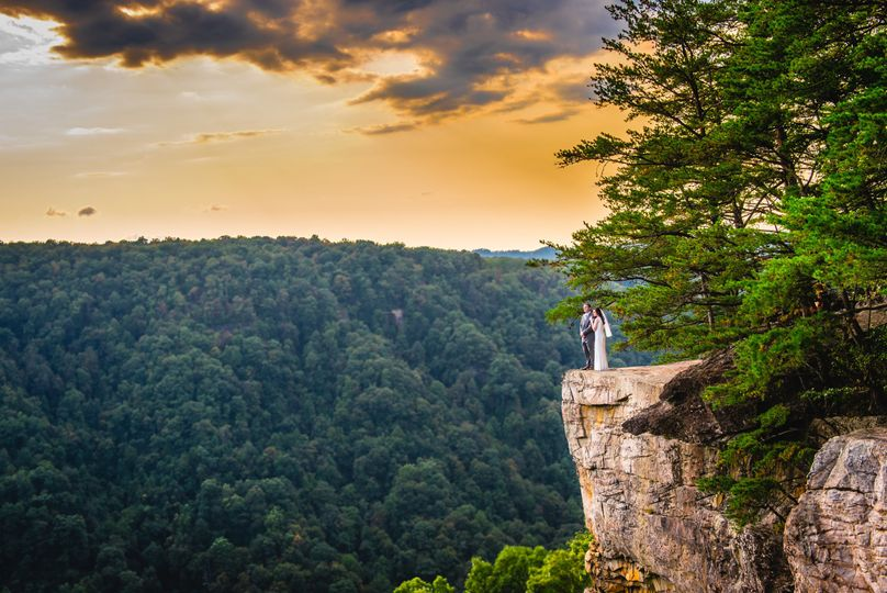 Wedding overlooking the New River Gorge at the Endless Wall Trail in Fayettville, WV