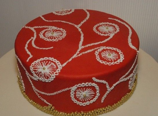 red embroidery cake 1