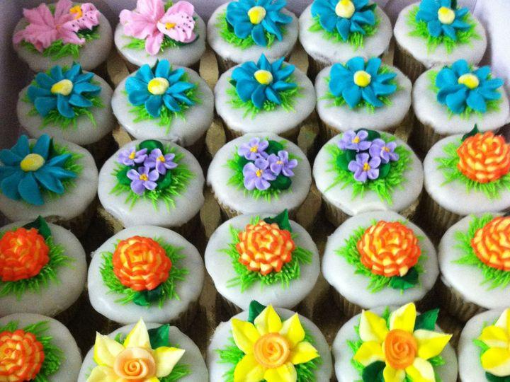 Tmx 1516836956 311ab35895eb148d 1516836953 1f6b652c1b1b823b 1516836945852 1 Flower Cupcakes By Beaverton, OR wedding cake