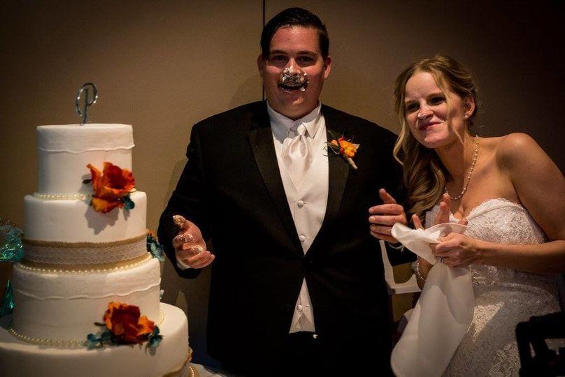 Eating of the wedding cake