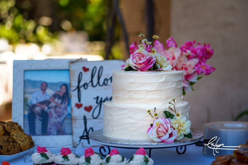 Beautiful cake design at the Bridal Shower, a great warm up for the amazing wedding cake to come!