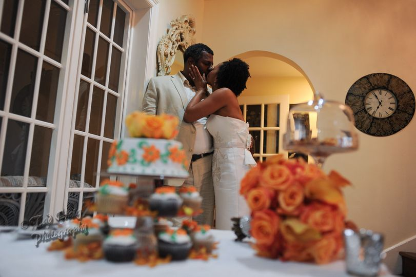 Gluten free cupcakes and wedding cake!