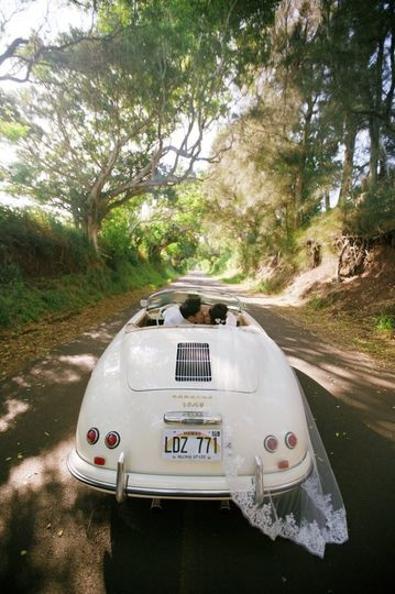 Our couple's Maui Wedding Getaway Car!