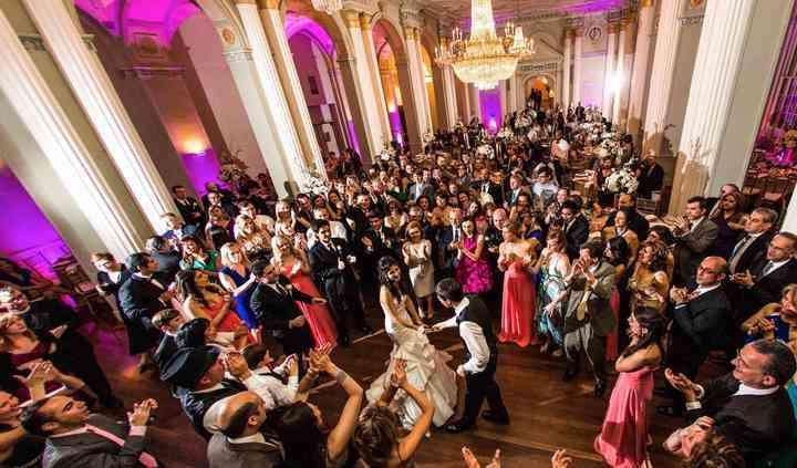 LIVE LOVE DANCE ENTERTAINMENT