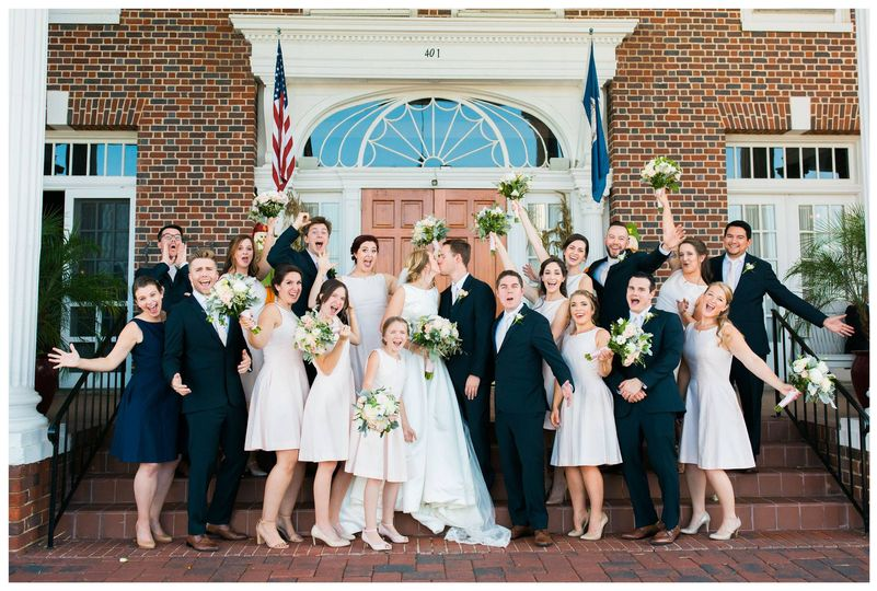 Newlyweds and their wedding party | Photo: Chelsie Gordon Photo