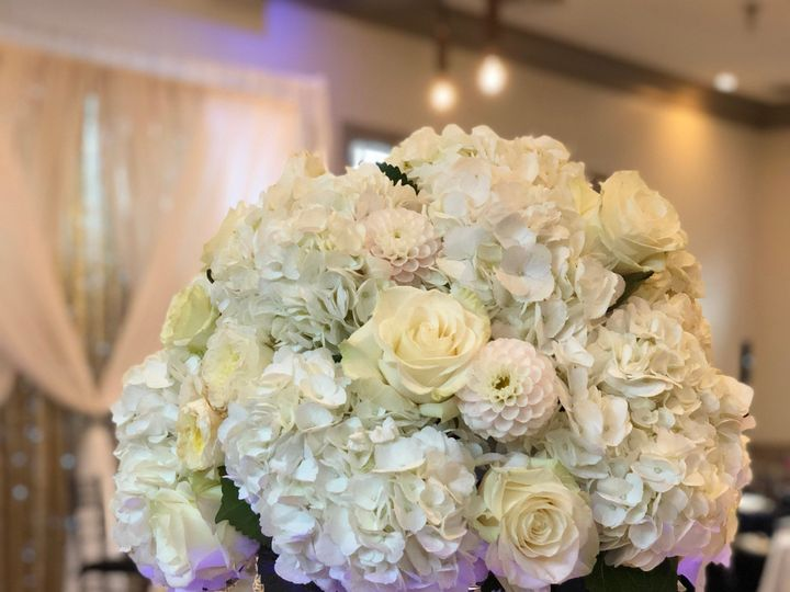 Tmx Img 2610 51 502532 158984593125538 Bedford, NH wedding florist