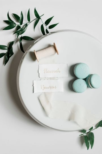 Delicate place cards