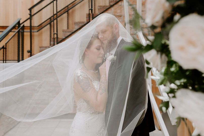 Love a good veil photo!