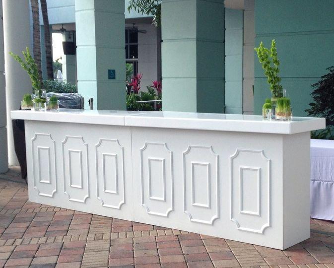 white molding bar