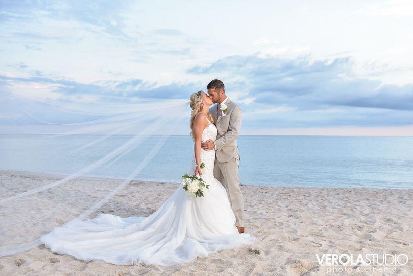 ed1890a236f10954 Verola Studio Vero Beach Hotel Wedding 7