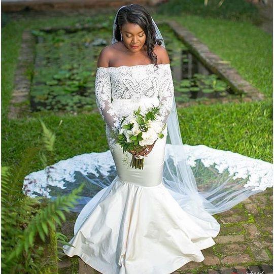Bride in her mermaid tail wedding dress
