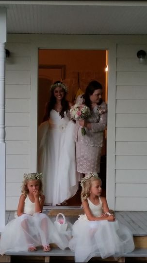 Private Bridal cottage for bride and attendance to dress and prepare for an amazing day.
