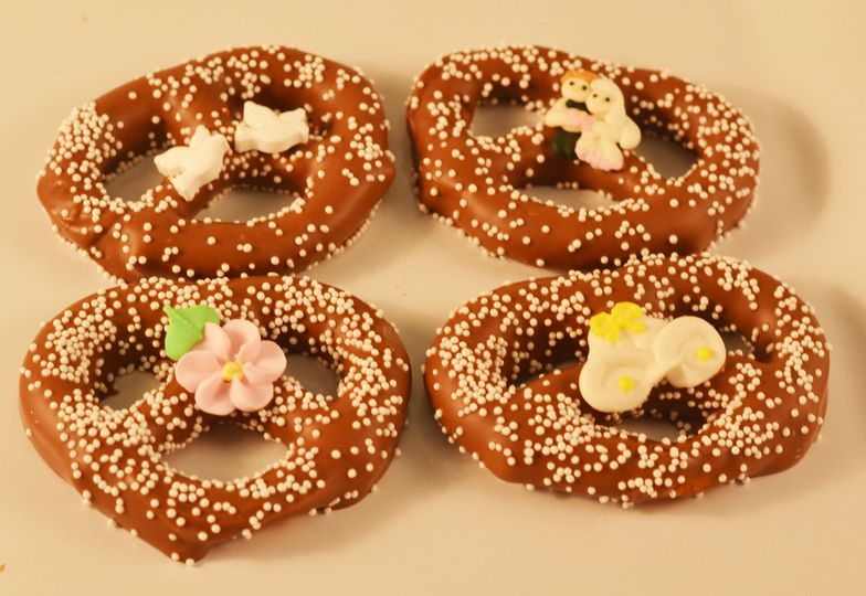 A single pretzel coated in our creamy and delicious Swiss chocolate is sure to please. Choose a...