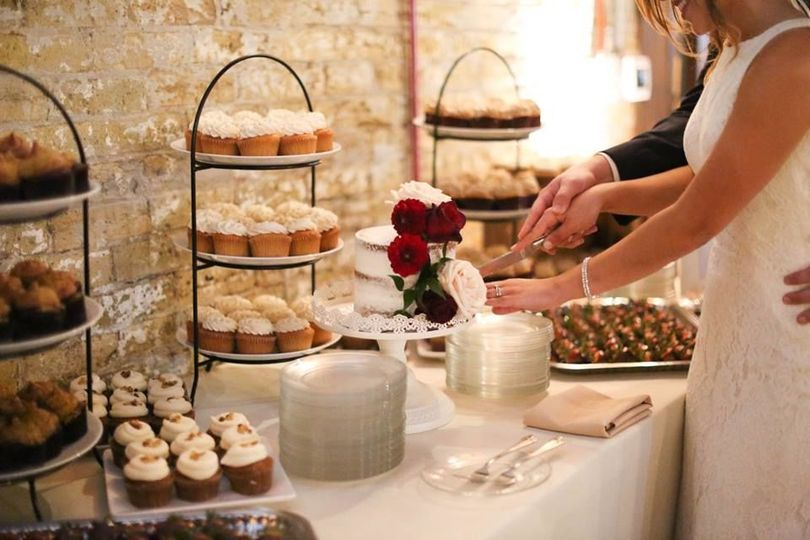 Cuvee Milwaukee Wedding Cake Cutting