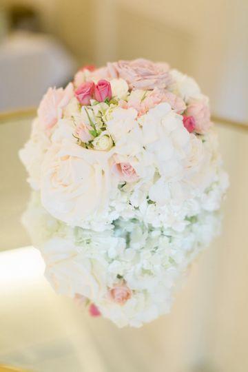 White flower table decor