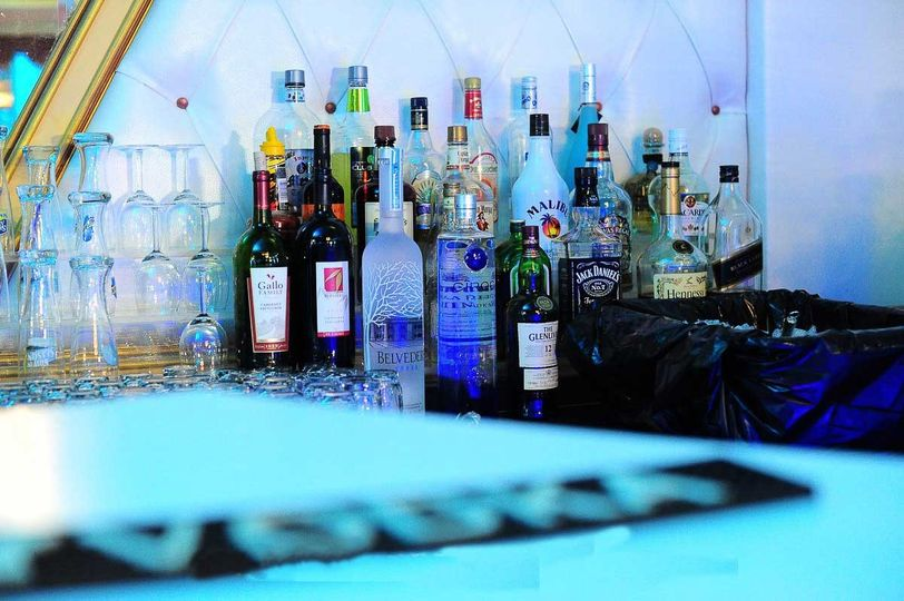 800x800 1455308617705 bar area at woodhaven manor liquor queens catering