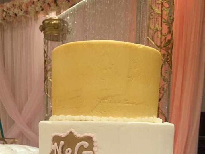 Tmx 1531863541 31fc10c616994fff 1531863541 6a16942445d99b74 1531863540750 3 Gold And Pink Rose Reisterstown wedding cake