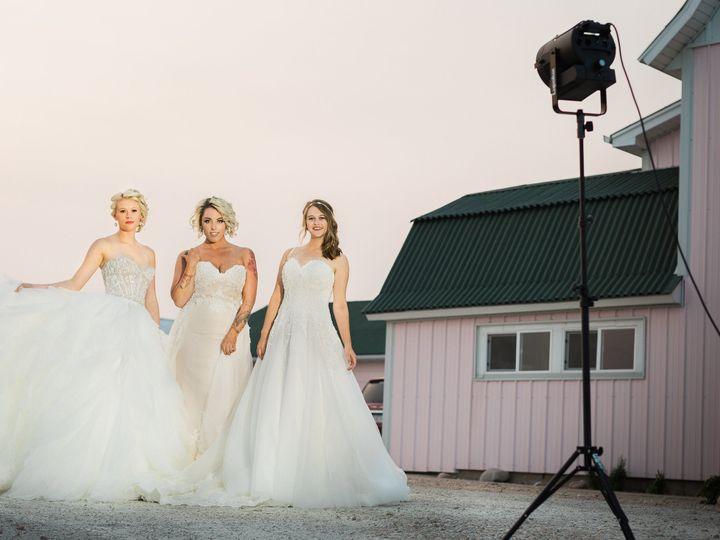 Tmx 1531235833 Ba22397220a8725d 1531235830 E8e0b0a8e3297e5e 1531235823694 38 487A0474 2 Davenport, IA wedding dress