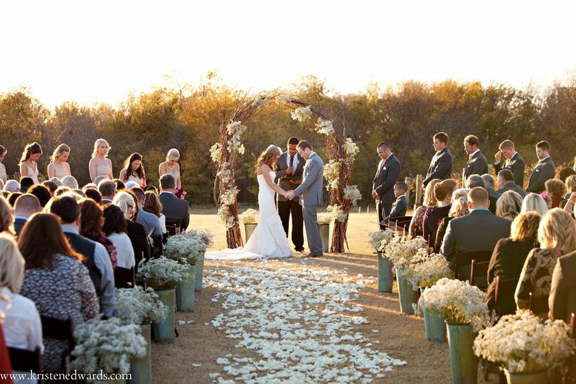 D'Plazzo Wedding Planners loved designing and planning this beautiful vineyard wedding. The white...