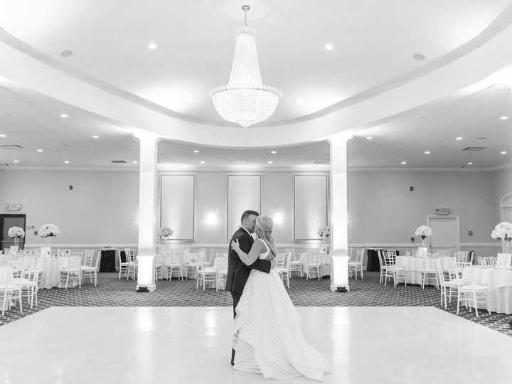 Tmx Avenir October Fall Wedding Bride And Groom Kissing Ballroom 51 1002342 158404697341921 Walpole, MA wedding venue