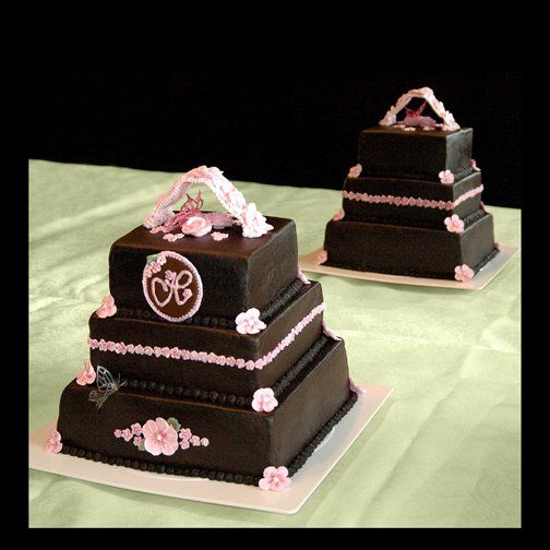 800x800 1256830671302 pinkandbrownweddingcake