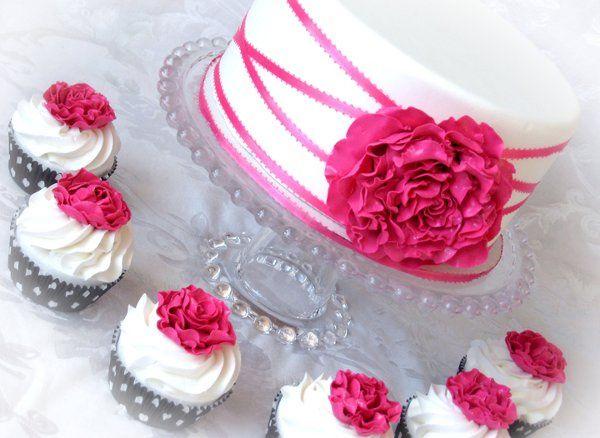 Tmx 1297269896491 Pinkandwhitepeonycakeandcupcakes Warminster wedding cake