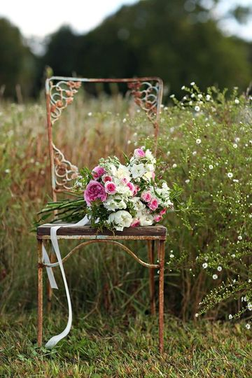 philadelphia wedding magazine bouquet