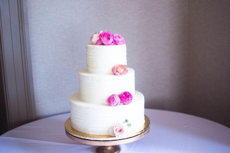 Fuchsia flowers 3-layer cake