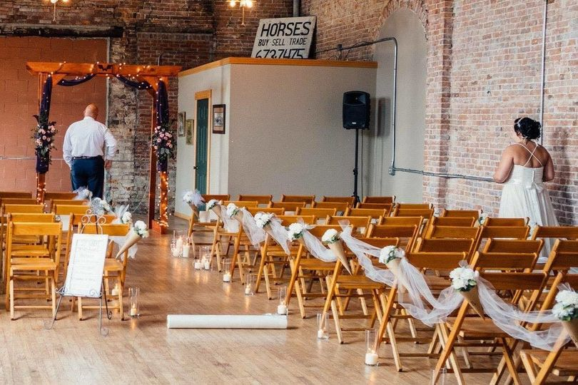 A gorgeous downtown city wedding made use of the standard wooden chairs