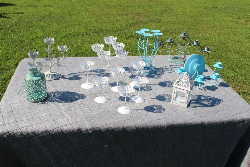 Candle holders in white and turquoise.