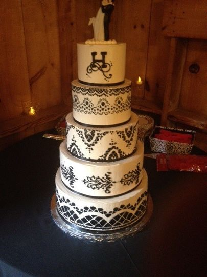 Dellveneris Bakery Wedding Cake Rutland Vt Weddingwire