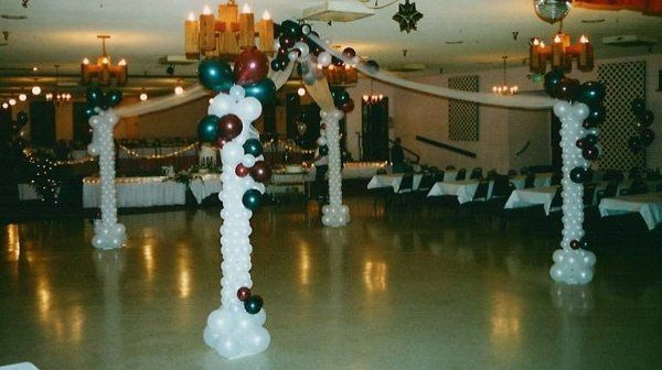 Dancefloor canopy made from balloons