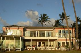 Da Pink House on Da Beach
