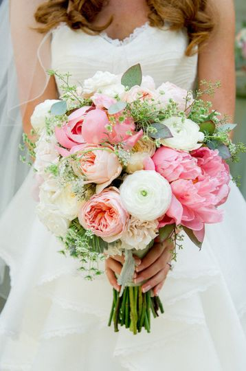 95b65e3832118c12 bridal bouquet 1