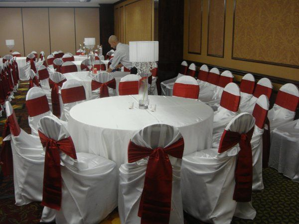 Intimate seating with rounds of up to 10 guests