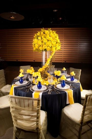 Table setting withcenterpiece