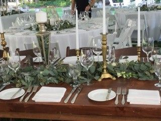 Table setting and leaves