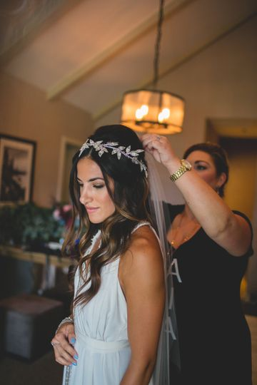 Assisting the bride with her veil | Photography by Anna Mae Photo, Venue Hyatt Lake Tahoe, Incline...