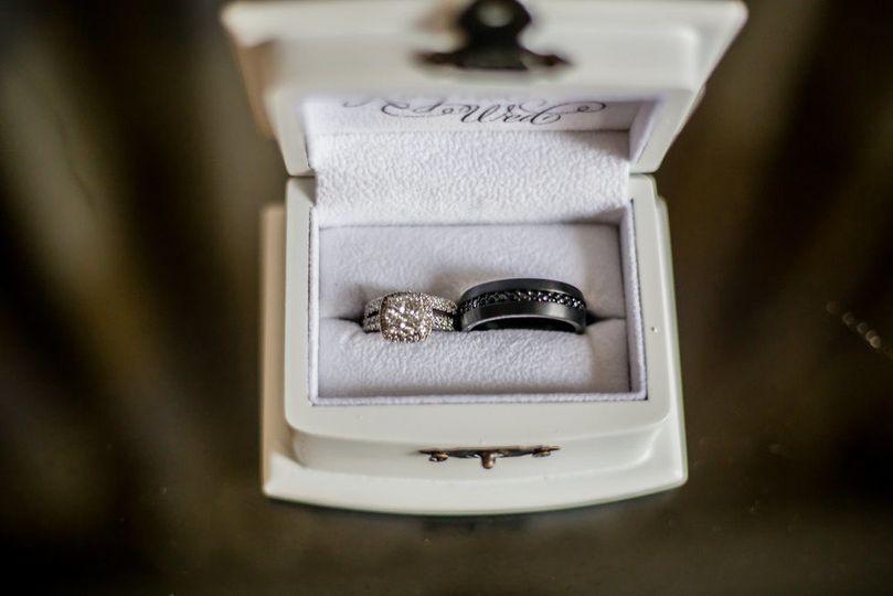 e2b7b8cba311ee9f 1536693092 0f0fdc65280095be 1536693092513 3 bride groom ring s
