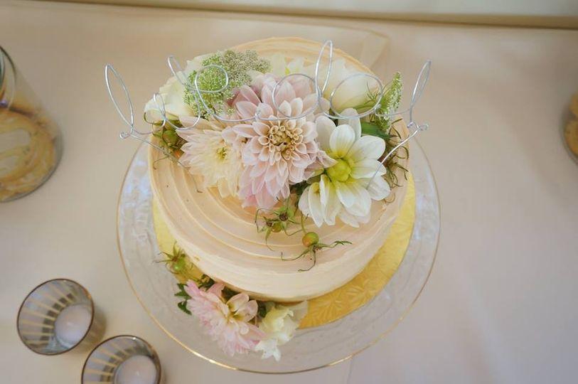 Round floral cake
