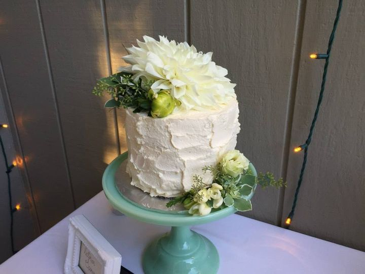 White cake with green details
