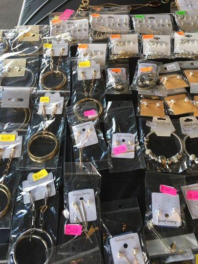 lastest flea market display 092317