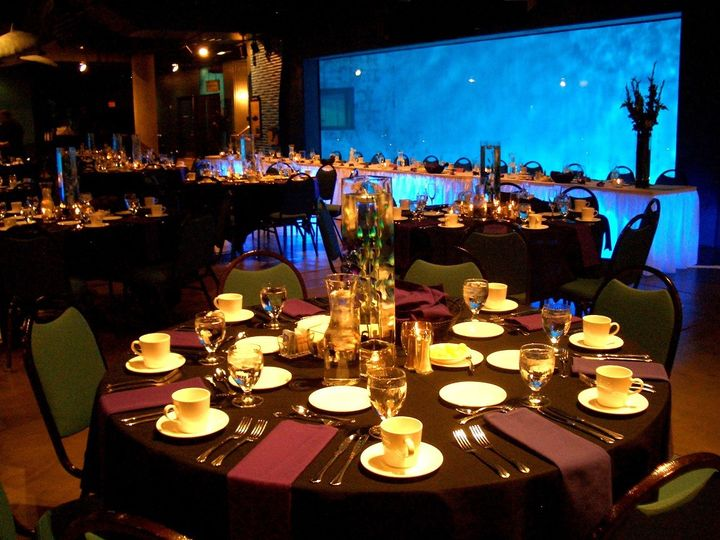 Discovery Bay Round table setting